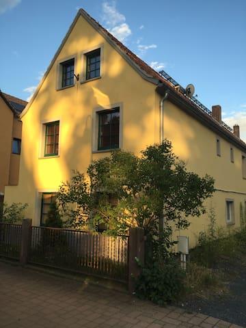 Nähe Dresden, Idyllisch gelegener Ort im Elbtal - Weinböhla