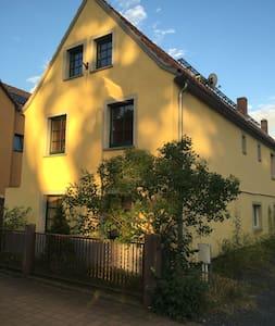 Nähe Dresden, Idyllisch gelegener Ort im Elbtal - Weinböhla - Дом