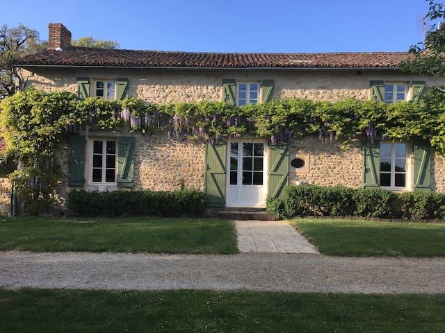 Maison de charme en Poitou à 10 min de Poitiers