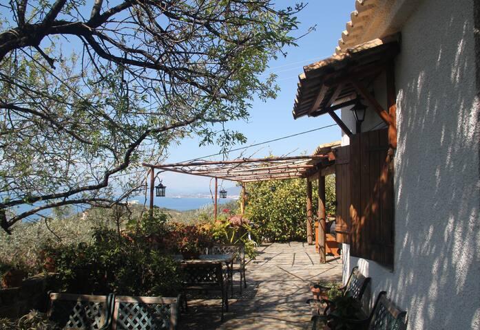 Villa Agioi Theodoroi