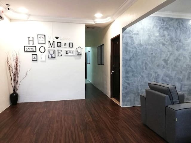 298  Homestay #FreeWifi #5min to Icon  & Auto City