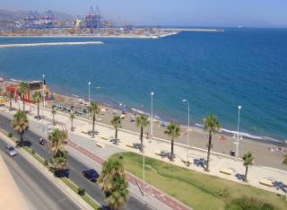 La Playa y el Paseo Marítimo a 100m..