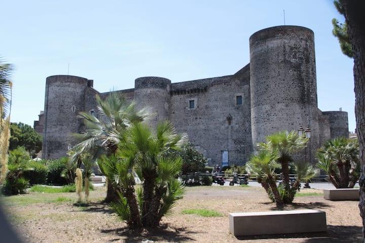 """""""Casa Mela"""" nel quartiere più antico di Catania"""