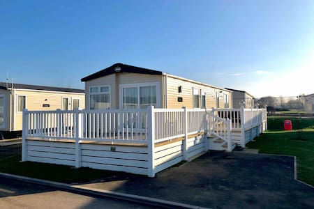 6 Berth Caravan with HOT TUB at Tattershall Lakes