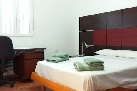 Habitacion Cama Doble, baño Privado uso Individual - Almería