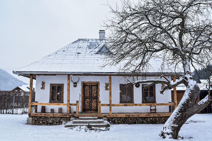 Casuta Vanatorului din Campulung Moldovenesc