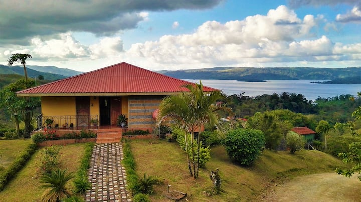 Villa Esperanza. Breathtaking Lake & Volcano views