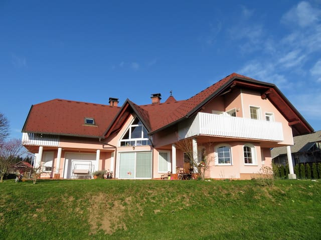 Family home in a beautiful nature - Čadovlje - Daire