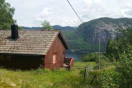 Sirdalsvannet, robåt,fiske og hytte