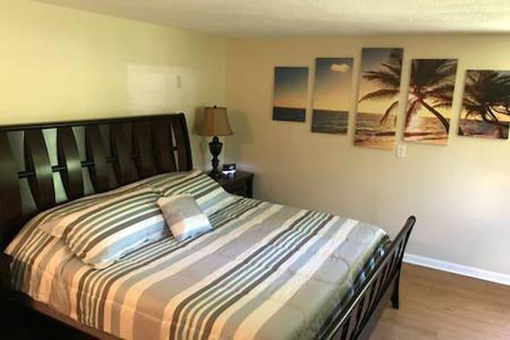NEW! Shore Road Inn Room 5