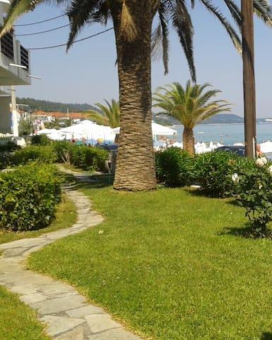 Μεζονέτα πρώτη στην θάλασσα - Halkidiki - House