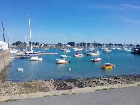 Studio in La Trinité-sur-Mer, with wonderful city view, furnished terrace and WiFi - 5 km from the beach