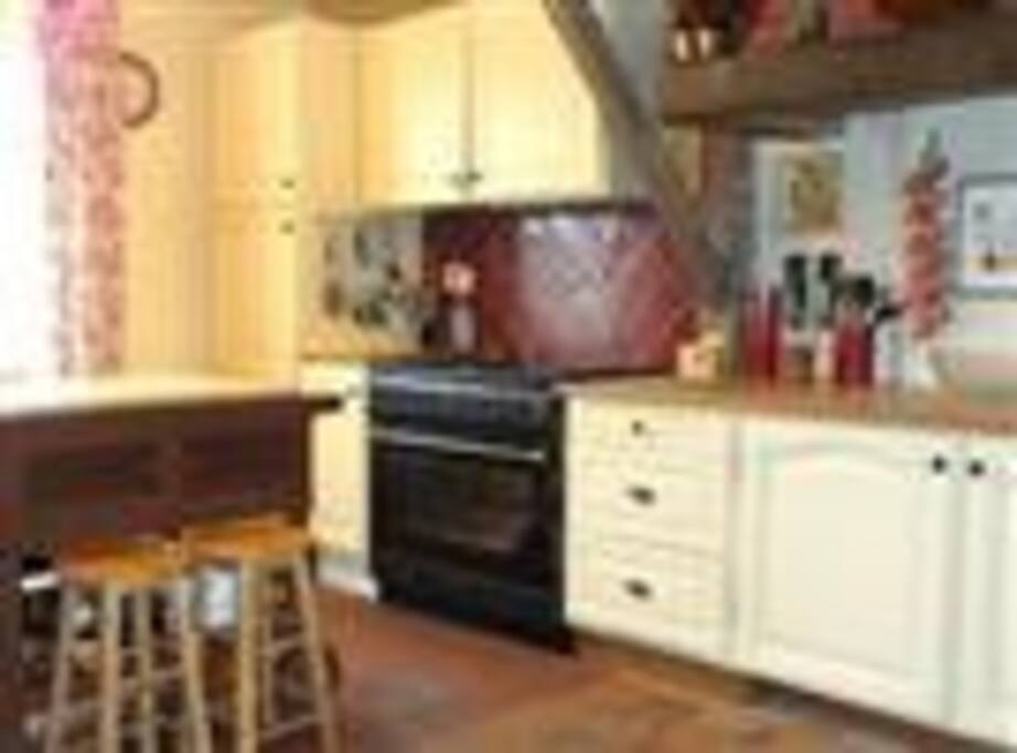 Well equipped Traditional farmhouse kitchen
