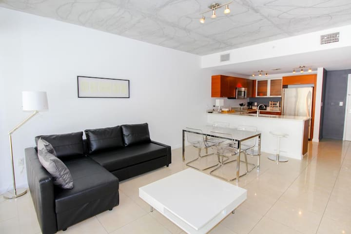 COSY 1BDR APARTMENT- FREE PARKING MIDTOWN MIAMI
