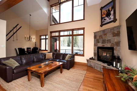 Luxury Townhome - Great Views/Fire Pit/BBQ - 4th Night Free - Heated Pool