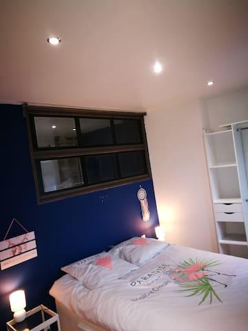La chambre parentale avec lit 140x200