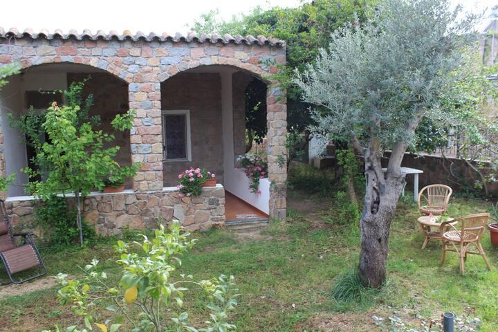 Appartment Carrubo in villa 80 m from beach