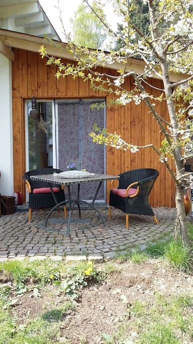 Kleine Terrase direkt an der Küche