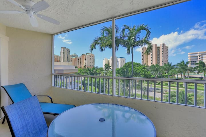Breezy South End Condo w/ Deluxe Heated Pool & Short Walk to the Beach