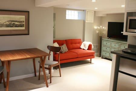 Modern Inlaw Suite in Foxhall Village Townhouse - Washington