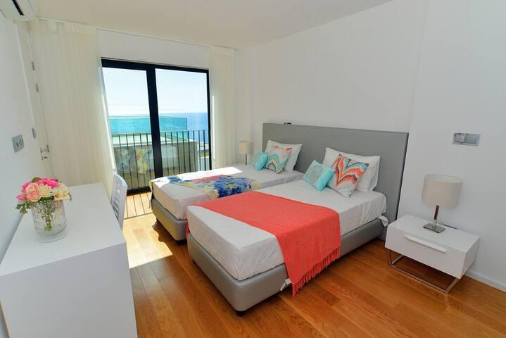 Quarto camas singulares