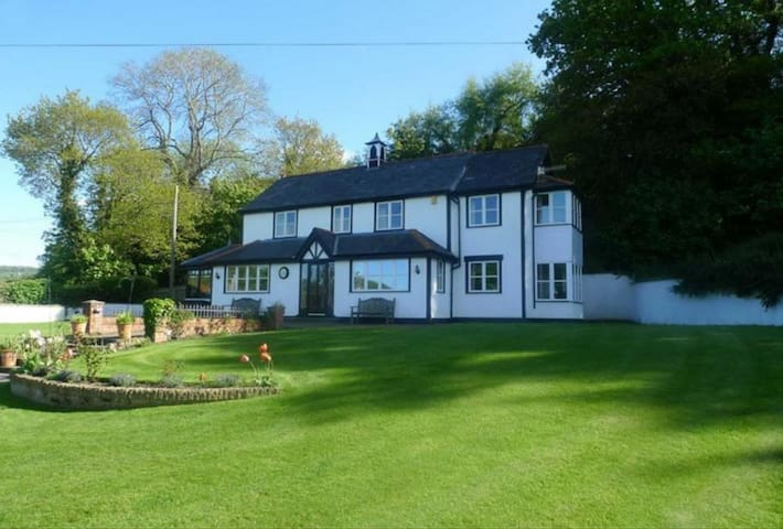 Semi Rural, Amazing Views, Horses welcome - Llansanffraid Glan Conwy - Rumah