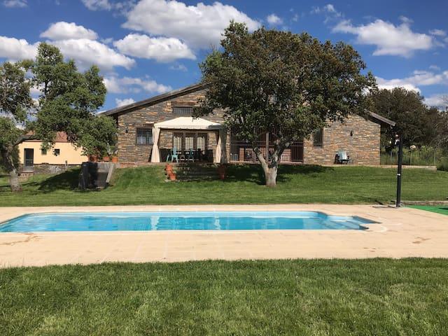 Casa rural con piscina en Ávila