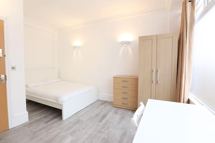 Warren Street Rooms by Allô Housing
