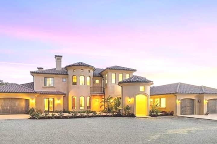 Sunset View Gardens - Beautiful Estate Home