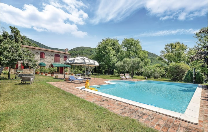 Awesome home in Vo' with Outdoor swimming pool and 2 Bedrooms