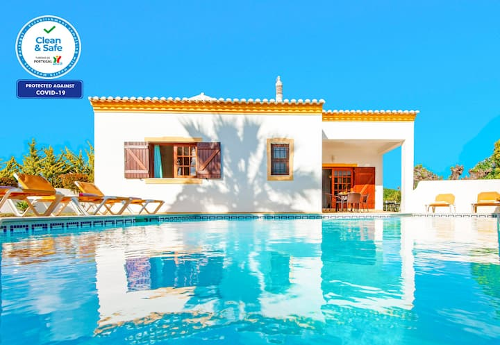 TRADITIONAL 3 BED VILLA, PRIVATE HEATABLE POOL