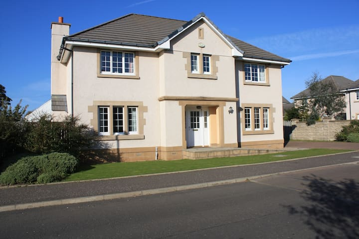 2 beautiful rooms in pretty village of Aberlady