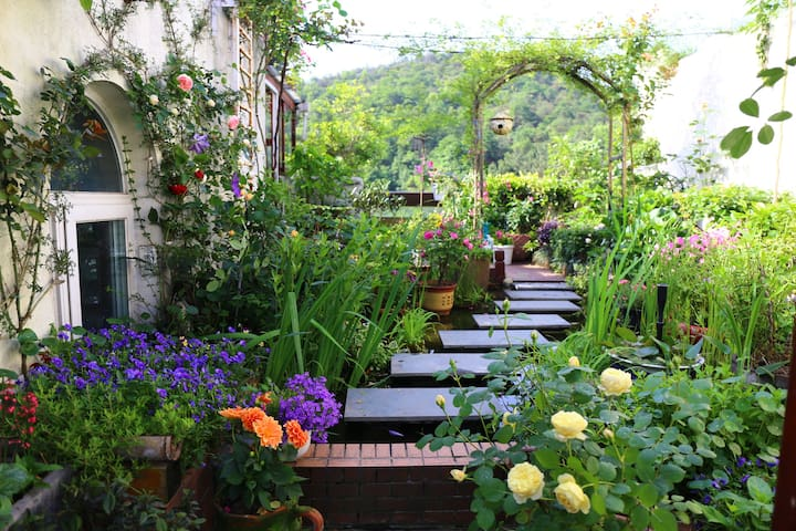 Fantastic Garden+mountain view+Queen Bed