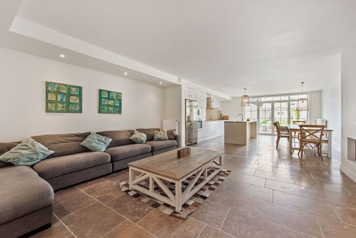 NEW! Spacious house in the center of Knokke.