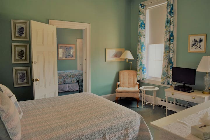 Private Queen Room in Beach-Side Hotel