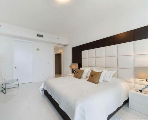 Suite Miami Beach lsv Negra francisca