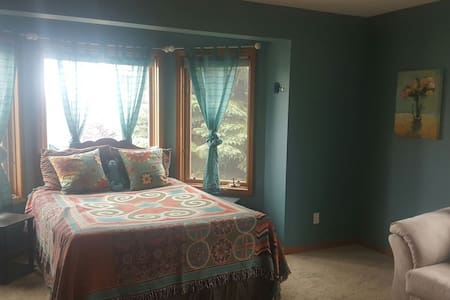 Peninsula Getaway Room 3-With private half bath - 트래버스 시티(Traverse City)
