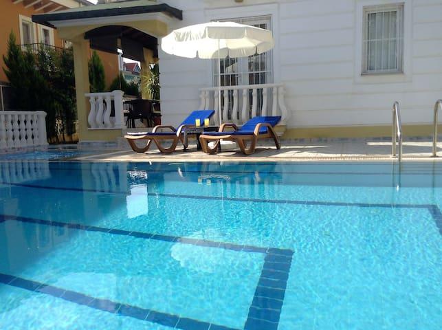 Wonderful Ground Floor Quiet Apartment, with Pool