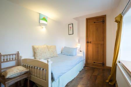 Single Bedroom. - Silverstone