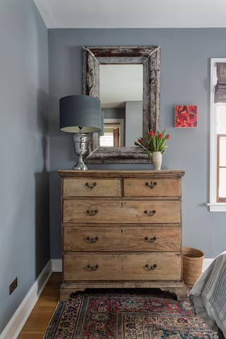 Antiques, mid-century vintage, and contemporary furnishings co-mingle here.