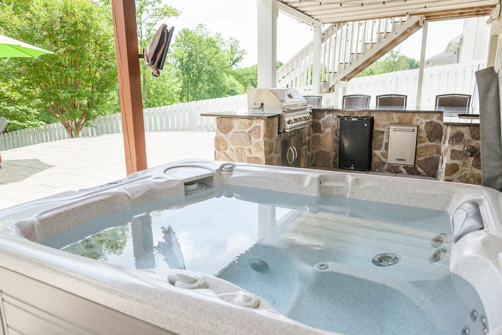 Private hot tub and outdoor television