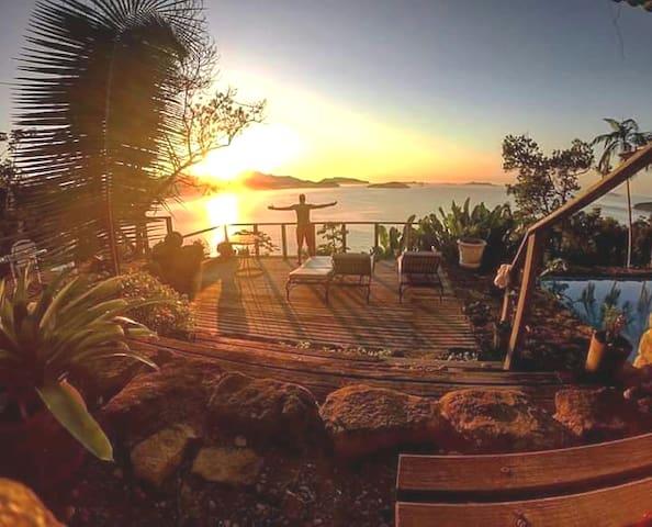 *Sunrise *Nascer do Sol*    Lugar perfeito para estar  junto ao astro Rei Piscina Panorâmica Mata Atlântica, fauna e flora.
