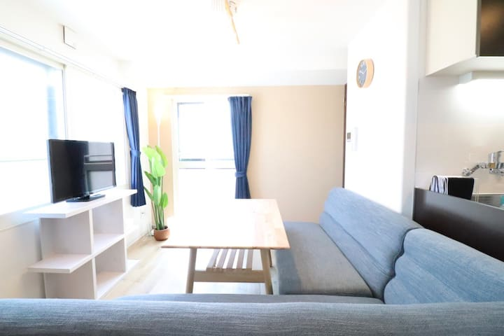 LS (Phone number hidden by Airbnb) !Late Out /1BR/Simple and Cozy room