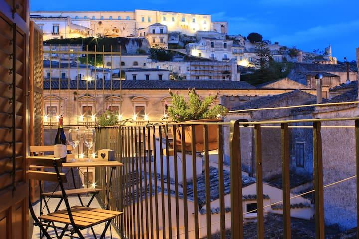 Dietro le Quinte - Casa con balcone sul Barocco