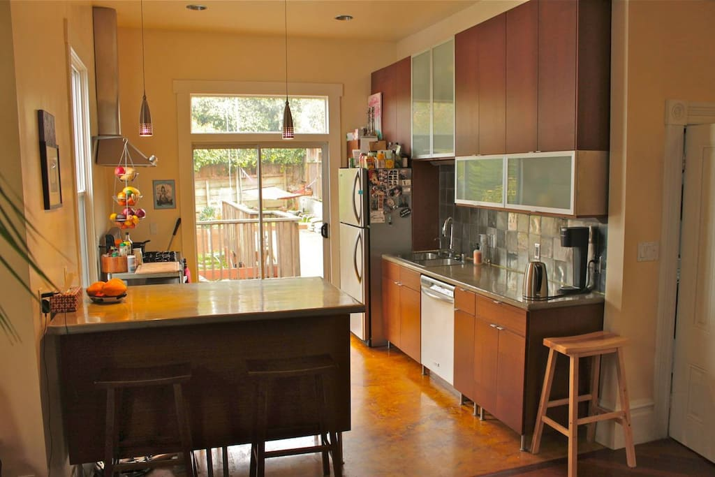 Well equipped gourmet kitchen with lots of light and kitchen island/bar