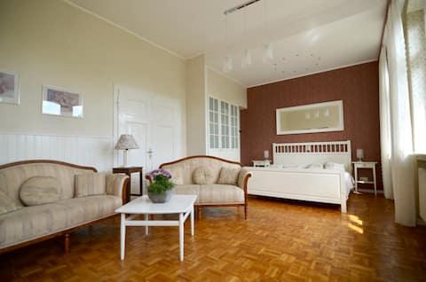 Stilvolles, lichtdurchflutetes Apartment mit Sauna