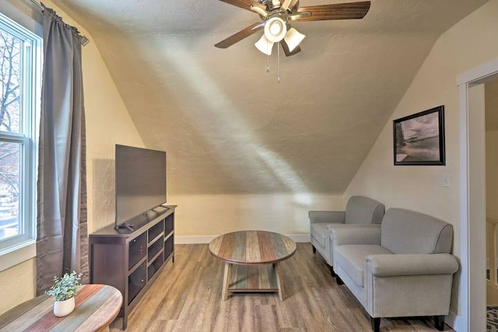 NEW! Updated Dtwn Apartment, Walk to Shops & Eats!