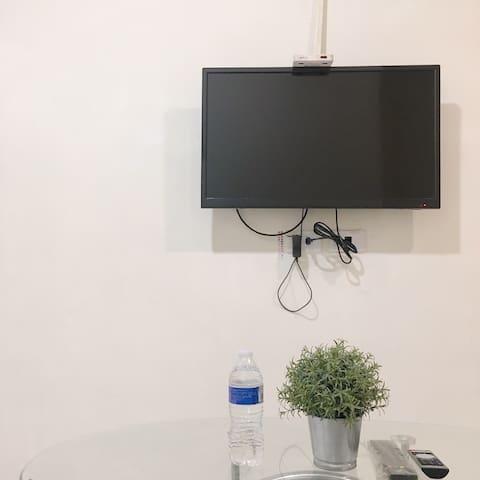 凹子底捷運/瑞豐夜市/漢神巨蛋/愛河/溫馨獨立套房有電視冰箱