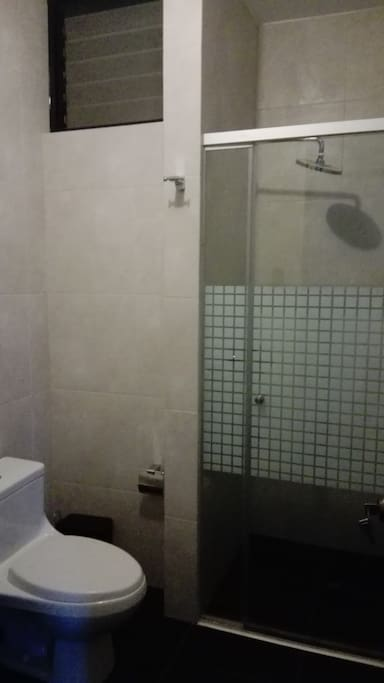 Dormitorios modernos c modos y seguros houses for rent for Dormitorios comodos