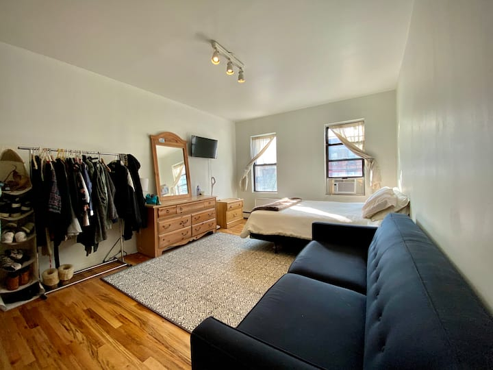 Large 2BR in Williambsurg - All the natural light!